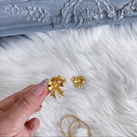 Vintage Gold Bow Clip-on Earrings